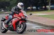 Rasanya Naik 'Moge' Honda CBR500R di Ibu Kota