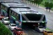 Bus Bisa Mengangkangi Jalan di China