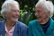 Kisah Sepasang Nenek Kembar yang 80 Tahun Jadi Sahabat Pena...