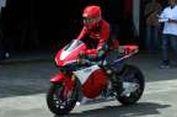 Intim dengan Motor MotoGP Marquez (1)