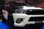 "Pikap Hilux ""DressUp"" di Booth Toyota"