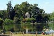 Paris Siap Kembangkan Taman Khusus Orang Telanjang