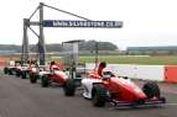Uji Nyali Mengemudikan Formula di Silverstone