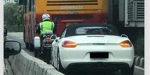 Foto Porsche Dikawal Masuk Jalur Transjakarta Jadi Viral