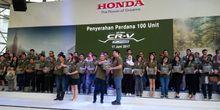 Honda Serahkan All New CR-V Turbo ke Konsumen
