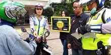 Upaya Menyadarkan Pengendara Motor untuk Tidak Melintasi Trotoar