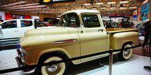 Truk Apache 1957 Curi Perhatian di Booth Chevrolet