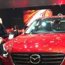 Busana Wanita Ini Terinspirasi Desain Mobil Mazda