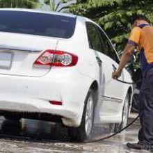 Perawatan Mobil Berkelir Putih pada Musim Hujan