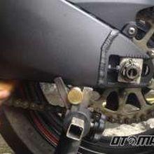 Musim Hujan, Jangan Malas Bersihkan Rantai Motor