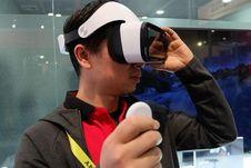 Xiaomi Mi Mix Putih dan Mi VR