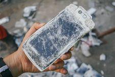 Proses Pemusnahan 23.000 Ponsel Oppo