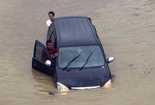 Jangan Panik kalau Mesin Mati Setelah Menerjang Banjir