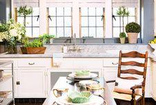 Trik Maksimalkan Ruang Kosong di Dapur
