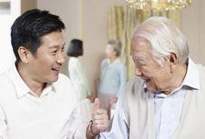 Peran Orang Terdekat untuk Lansia dengan Gangguan Kesehatan