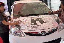 Ini Asyiknya Menggambar Bebas di Bodi Mobil