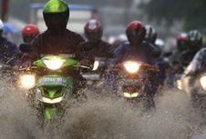 Pintar Pilih Aksesori 'Biker' Selama Musim Hujan