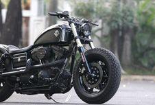"Harley Dyna Bergaya ""Black Bobber"""