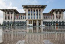 Antara Erdogan, Istana Presiden, dan Istrinya