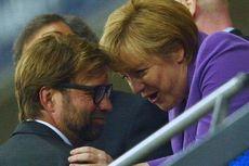 Angela Merkel, Bisikan ke Klopp, dan Jabat Tangan ke Hoeness