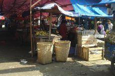 PKL dan Satpol PP Kucing-kucingan di Pasar Minggu