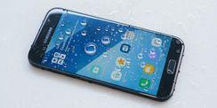 Menjajal Ponsel Anti-air Samsung Galaxy A5 2017