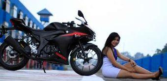 Seksinya Gadis Payung Suzuki GSX 150