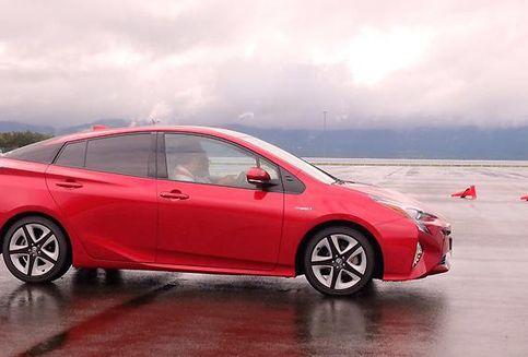 Mencoba Langsung Bantuan Pengereman Otomatis Toyota