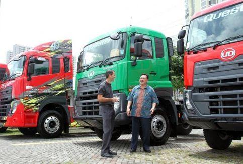 Pengusaha Surabaya Intimi UD Trucks Quester