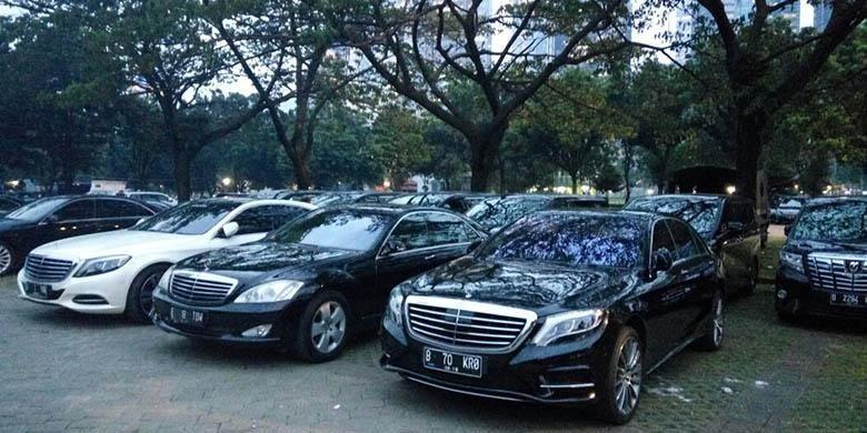 Ratusan mobil mewah Mercedes-Benz siap sambut rombongan Raja Arab Saudi