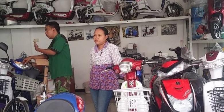 Mampir ke Diler Motor Listrik Tiga Roda di Surabaya