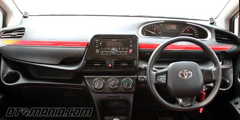 Toyota Sienta Beyond 1.0 garapan National Modificator & Aftermarket Association (NMAA). Headunit standar tipe E Sienta, namun sistem audionya dimaksimalkan.