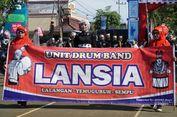 Sukacita Para Lansia Bisa Bermain Drum Band di Depan Bupati