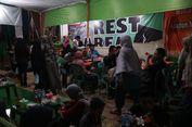 'Rest Area' Tol Darurat, Tak Ubahnya Pasar Serba Ada