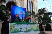 Spanduk 'Selamat Idul Fitri' dan Replika Beduk di Depan Gereja Katolik St Ignatius