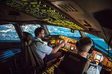 Kenapa Pilot dan Co-Pilot Tidak Makan Makanan yang Sama?