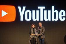 YouTube Beri Najwa Shihab Piagam 'Silver Button'