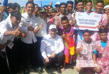 Kunjungi Perbatasan, Menteri Eko Disambut Sepak Bola Daster