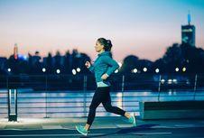 4 Jenis Olahraga yang Aman Dilakukan di Malam Hari