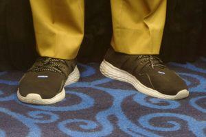 Sandiaga yang 'Ngantor' Pakai Sepatu Lari dan Diskresi dari Anies...