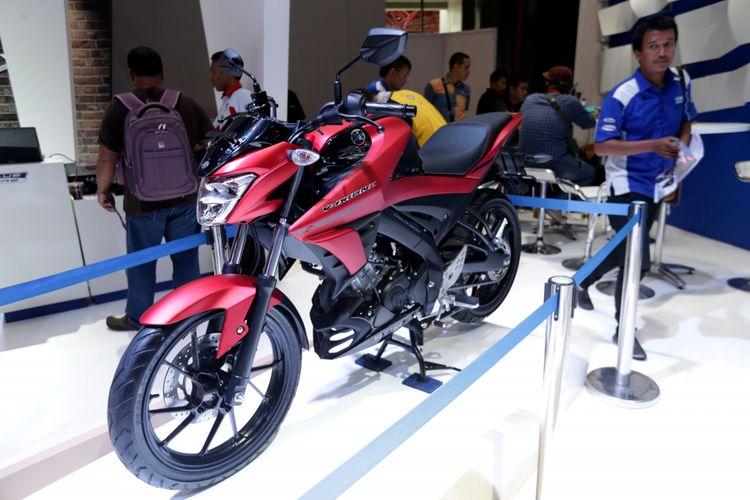 Generasi terbaru Yamaha V-Ixion R dipamerkan pada ajang Indonesia International Motor Show (IIMS) 2017 di JI Expo, Kemayoran, Jakarta, Jumat (28/4/2017). Sepeda motor sport terlaris Yamaha ini kini tampil lebih slick, terasa semakin modern.