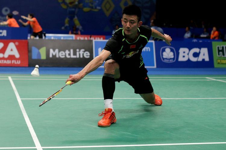 Pemain tunggal putra China, Chen Long bertanding melawan pemain tunggal putra India, Prannoy Haseena Sunil Kumar pada pertandingan perempat final BCA Indonesia Open Super Series Premier 2017 di Plenary Hall, Jakarta Convention Center, Jumat (16/6/2017). Chen Long gagal melaju ke semifinal setelah kalah dengan skor 18-21, 21-16, dan 19-21.