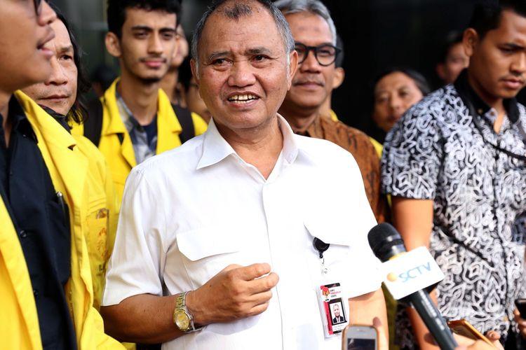 Ketua KPK Agus Rahardjo memberikan keterangan pers di Gedung Komisi Pemberantasan Korupsi (KPK), Jakarta, Jumat (14/7/2017). Keterangan pers ini berkaitan dengan aksi massa yang menyuarakan penolakan terhadap digulirkannya hak angket DPR terhadap KPK.