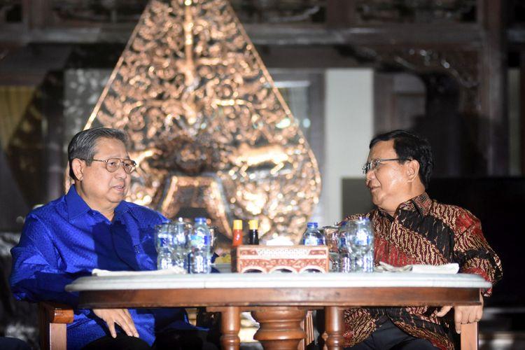 Hasil gambar untuk foto-foto pertemuan SBY & Prabowo Kamis 27 Juli 2017