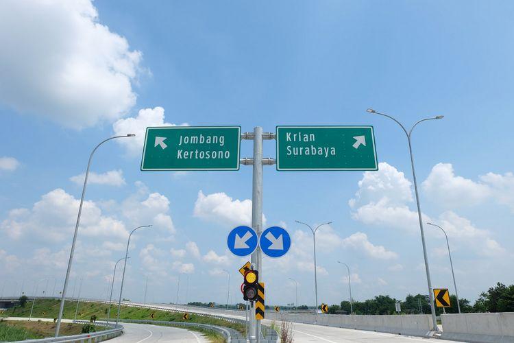 Rambu lalu lintas di Tol Jombang-Mojokerto.