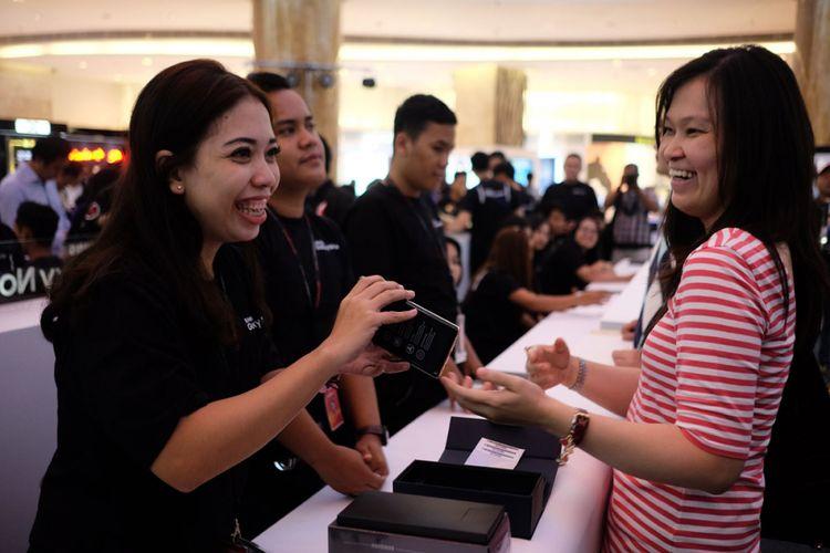 Pembeli pertama Samsung Galaxy Note 8 di Indonesia, Yusliani