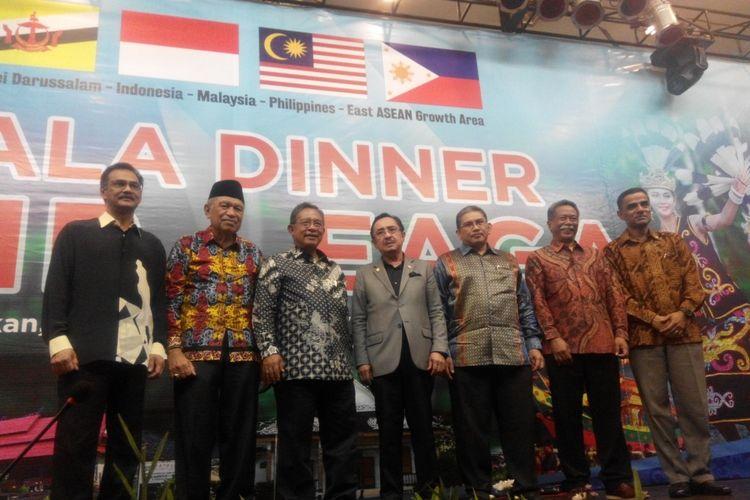 Menteri Koordinator Bidang Perekonomian Darmin Nasution dan Wakil Gubrrnur Kalimantan Utara Udin Hianggio pada acara Gala Dinner BIMP EAGA di Tarakan, Kalimantan Utara, Sabtu (2/12/2017).