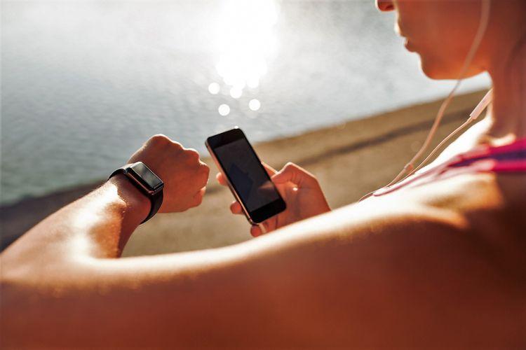 Olahragawan menggunakan Wearable Gadget