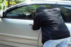 Hanya Lima Menit, Pelaku Pecah Kaca Mobil Gasak Uang Pengusaha Demak