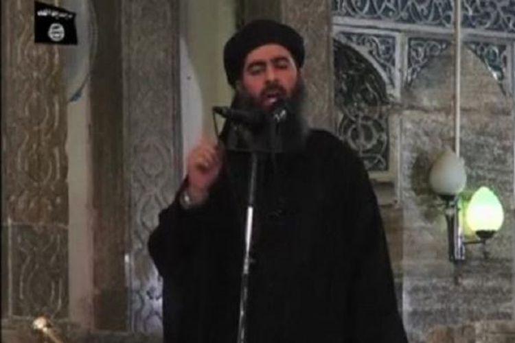 Pemimpin ISIS, Abu Bakr al-Baghdadi di sebuah masjid di kota Mosul, Irak, 5 Juli 2014